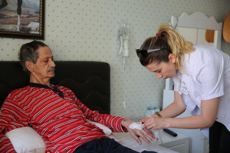 Başakşehir'de evlere hemşirelik hizmeti