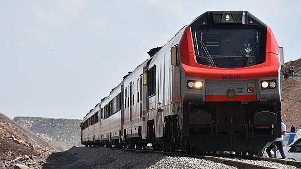 İstanbul'un banliyö hattında günde 1,5 milyon yolcu taşınacak