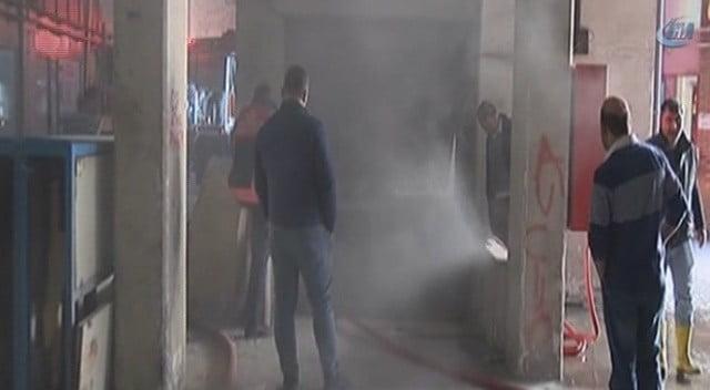 Başakşehir'de Kağıt Deposunda Yangın