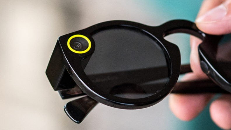 Snapchat'in akıllı gözlükleri Spectacles'te satılıyor