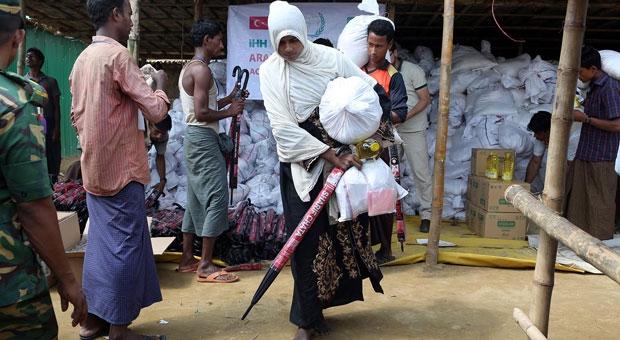 İHH 350 bin Arakanlıya yardım ulaştırdı