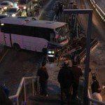 Metrobüs durağına girdi... Seferler durdu