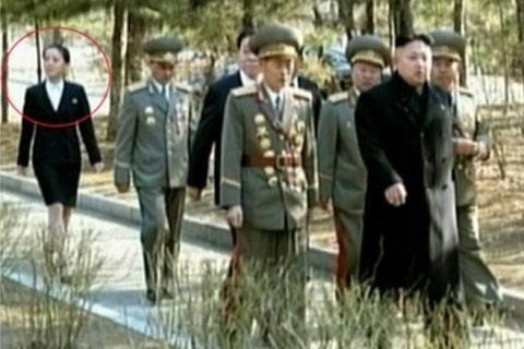 Kim Jong-un, kız kardeşi sahalarda