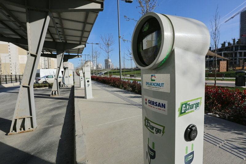 Başakşehir'de parklara araç şarj istasyonu