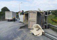 Başakşehir'de yine hafriyat kamyonu devrildi
