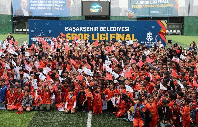 Başakşehir'de Öğrencilerin Kupa Coşkusu