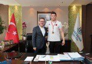 Başakşehir'den Avrupa şampiyonuna ödül