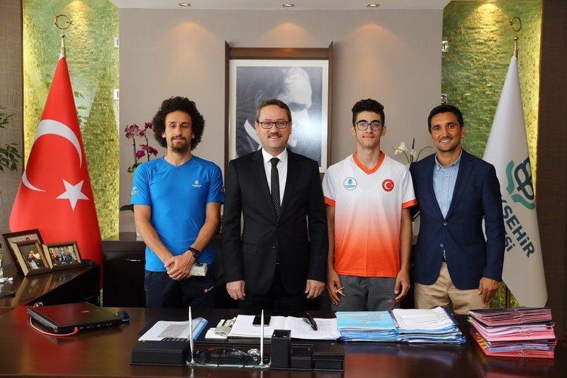 Türkiye'nin En Hızlısı'na Başakşehir'den ödül