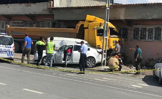 Başakşehir'de hafriyat kamyonu dehşet saçtı!