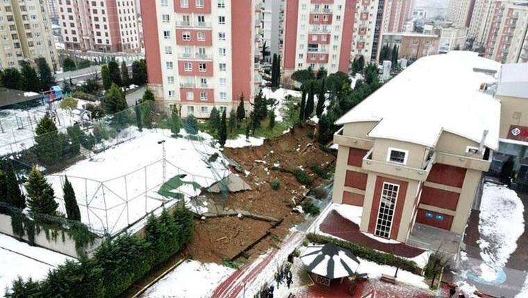 Başakşehir'de okulun istinat duvarı çöktü