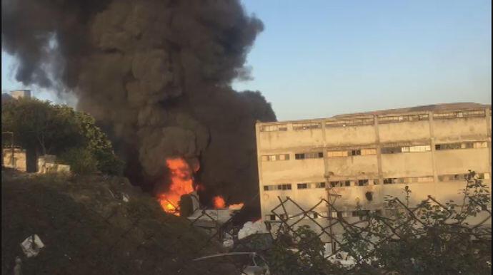 Başakşehir'de yine fabrika yandı