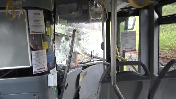 Başakşehir'de İETT otobüsleri kafa kafaya çarpıştı